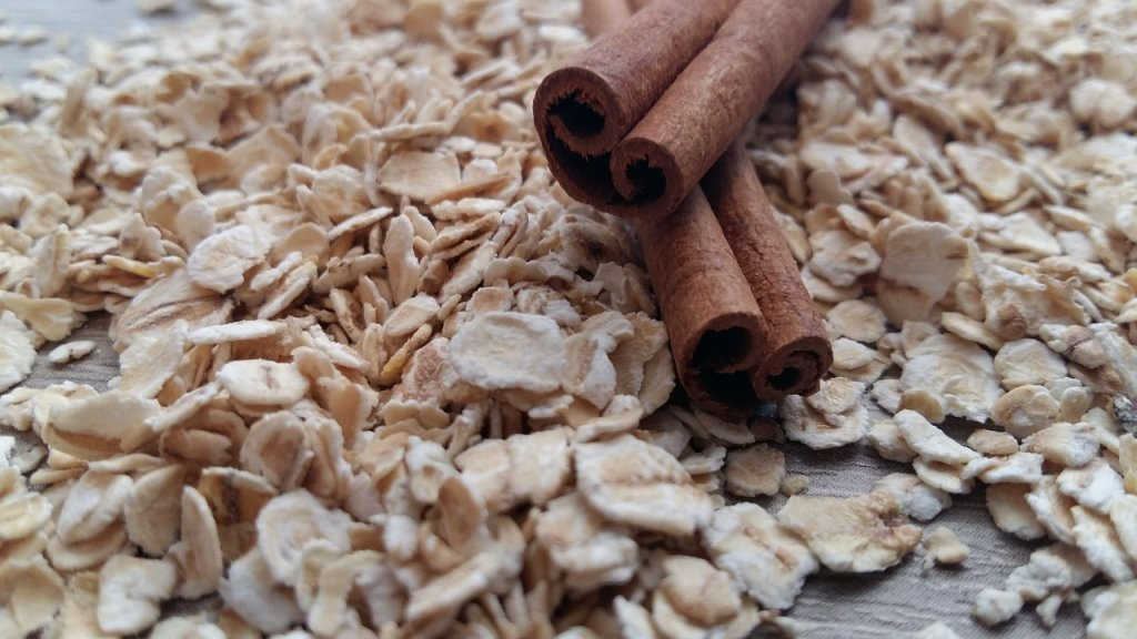 Oatmeal and Gout: Does Oatmeal Increase Uric Acid?
